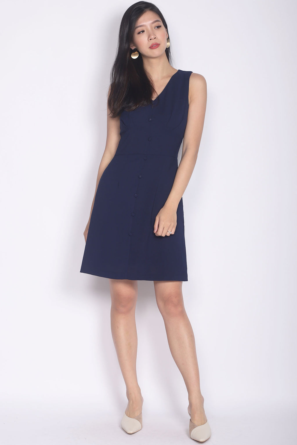 Kati Buttons Waistband Dress In Navy Blue