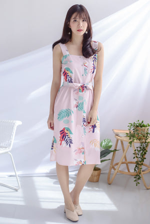 Kelsa Leafy Buttons Dress In Blush