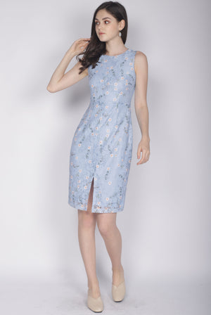 Kristy Floral Lace Removable Collar Dress In Skyblue