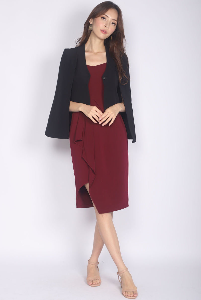 Lorelei Cape Outerwear In Black