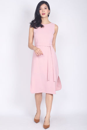 Pandira Curve Slit Cut Dress In Pink