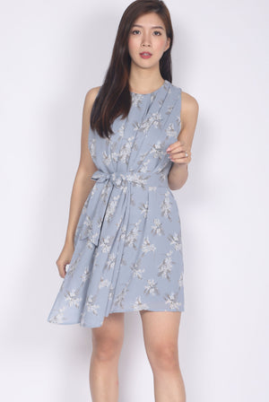Permelia Pleated Layer Dress In Blue Floral