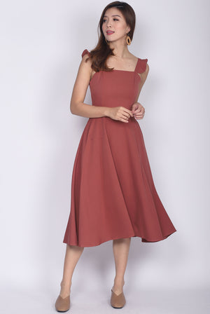 Pietra Ruffle Shoulder Midi Dress In Tea Rose