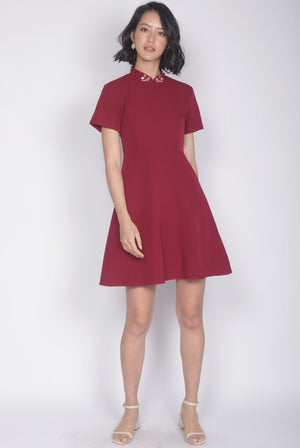 Ranee Goldfish Removable Oriental Collar Dress In Wine Red