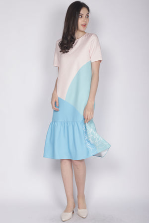 Reunion Sleeved Drop Hem Dress In Blue