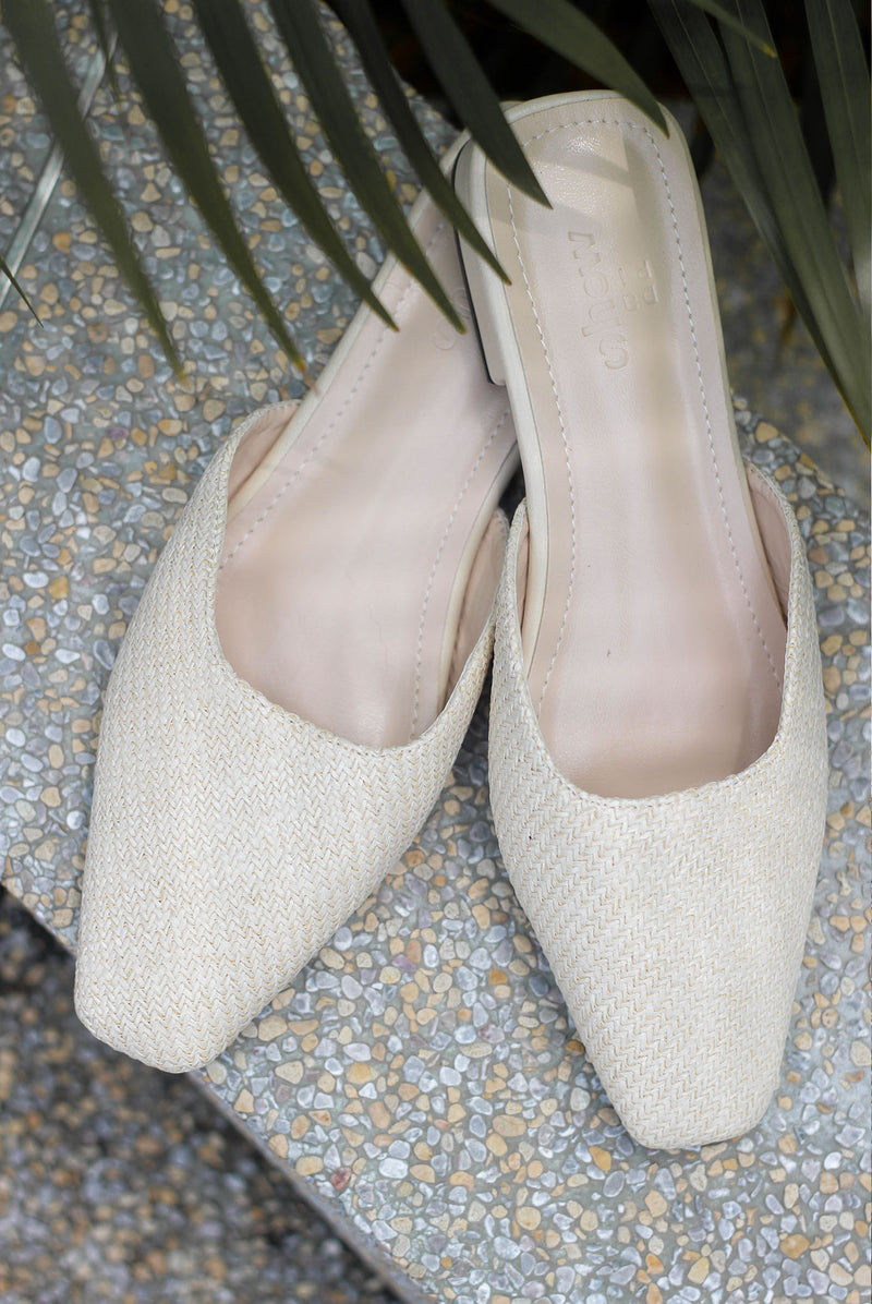 *Preorder* Morie Straw Slip On Flats In Cream