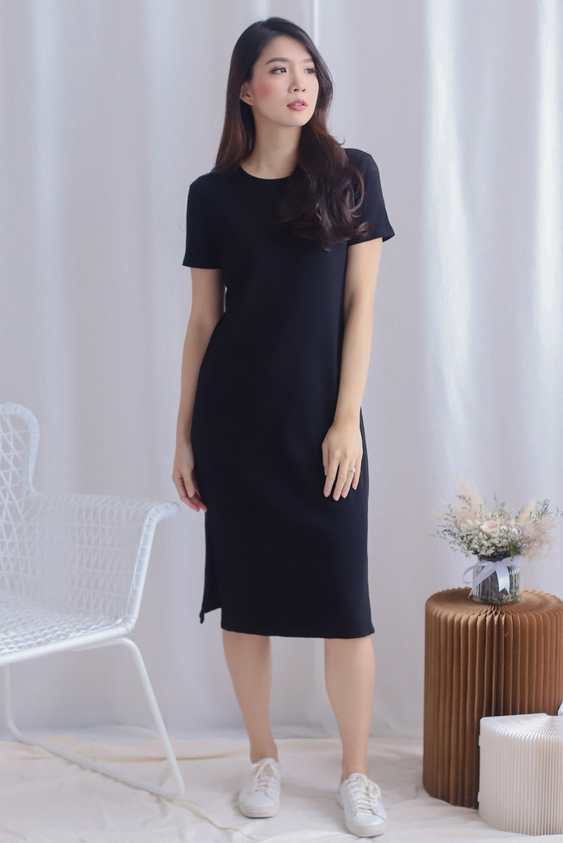 TDC Maisy Sleeved Ribbed Dress In Black
