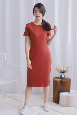 TDC Maisy Sleeved Ribbed Dress In Brick