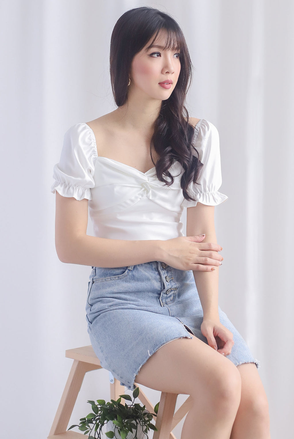 TDC Pilar Twist Sweetheart Top In White