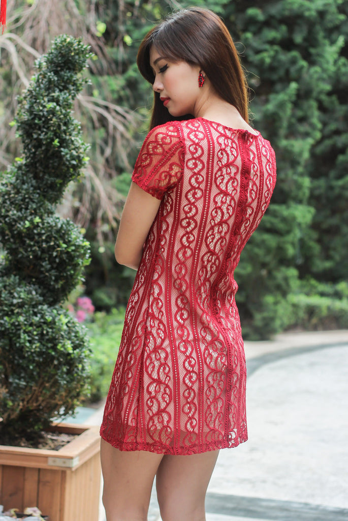 TDC Arianna Lace Shift Dress In Red