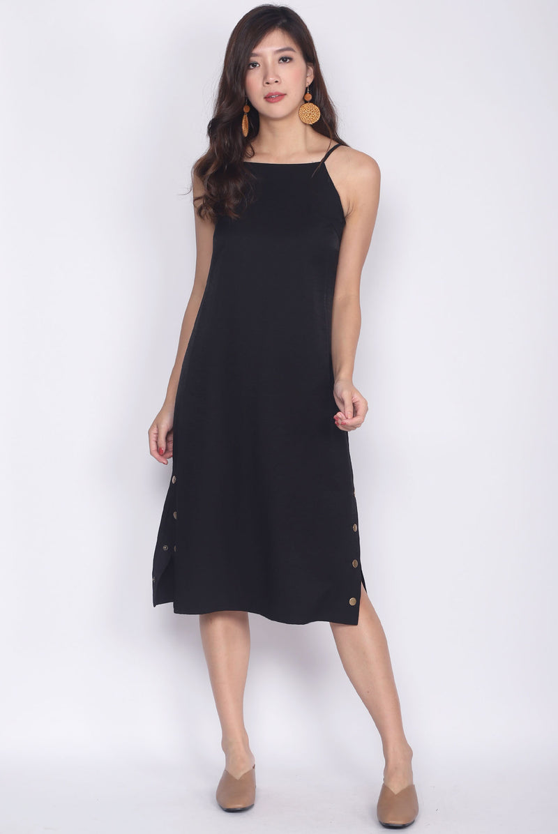 TDC Rapunzel Side Slit Buttons Dress In Black