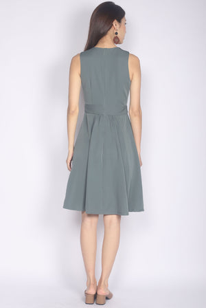Talindra Wrap Buttons Dress In Jade