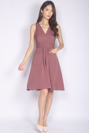Talindra Wrap Buttons Dress In Mauve