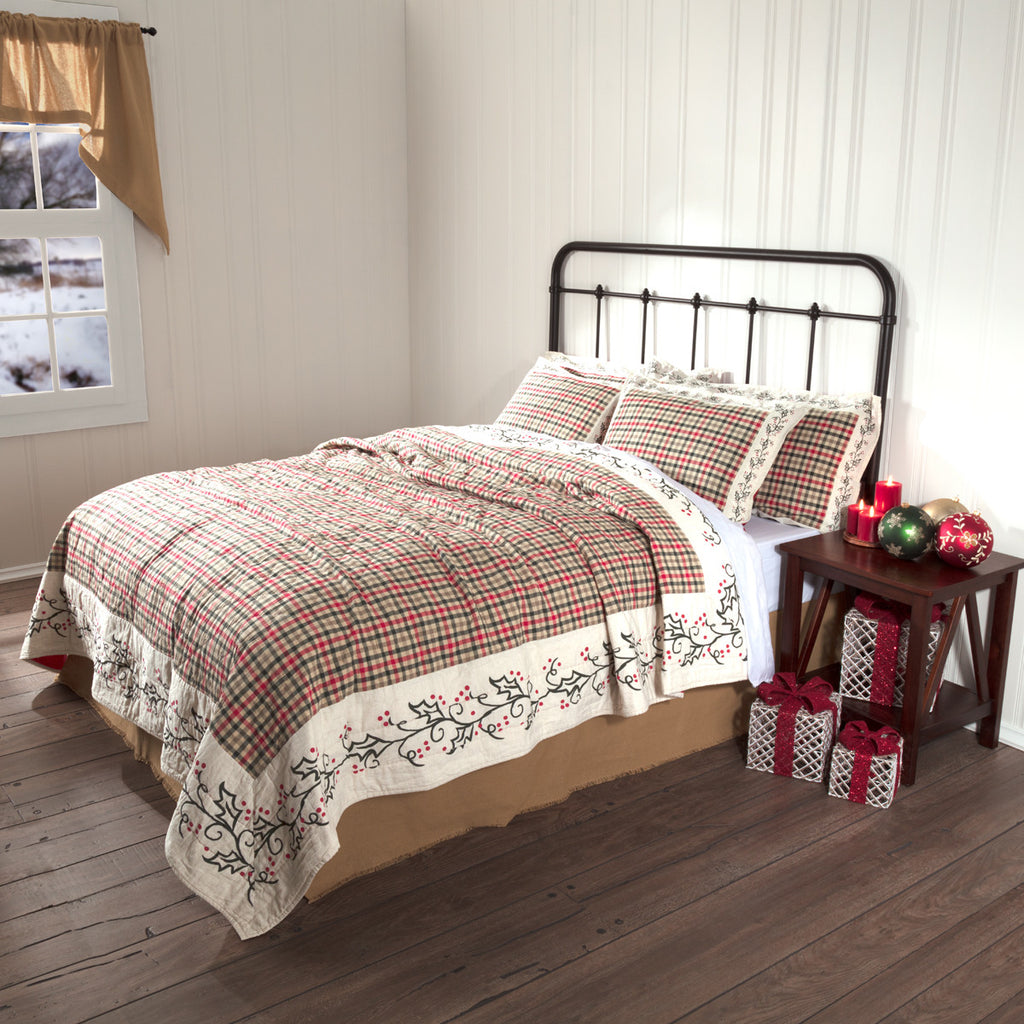 Holly and Ivy Quilted Bedspread