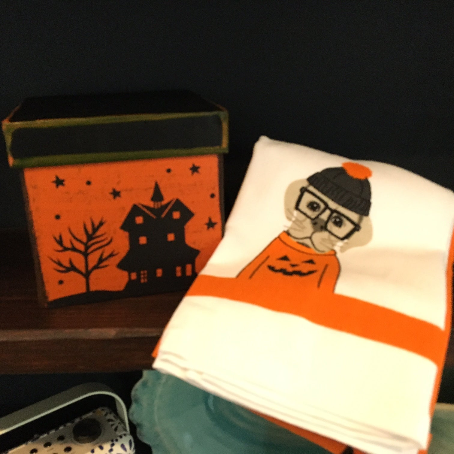 set of 2 halloween towels
