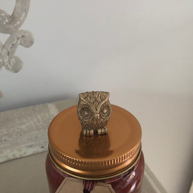 Gold Owl Lid Detail on Candle