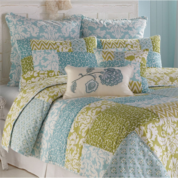 Tranquil Super King Quilt Set with Pillow Shams