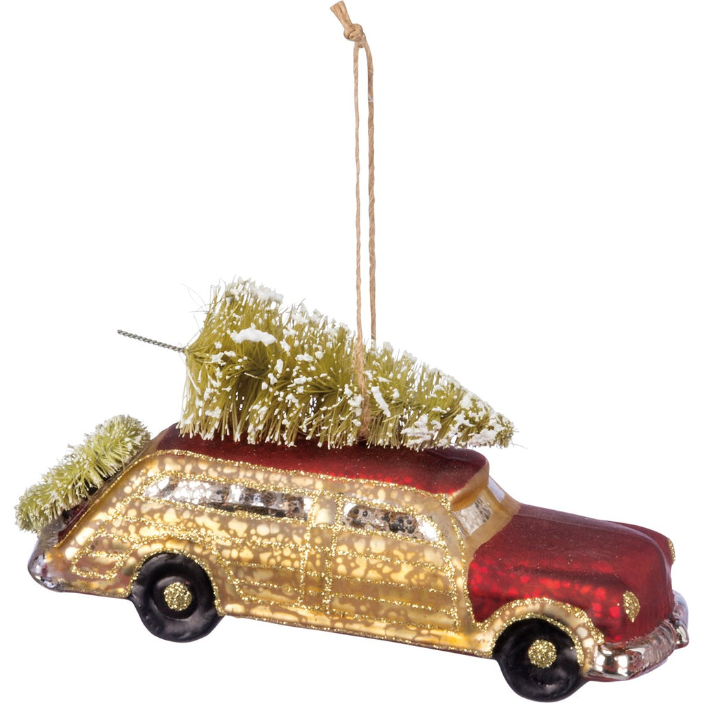 Retro Wagon with Brush Tree and Wreath