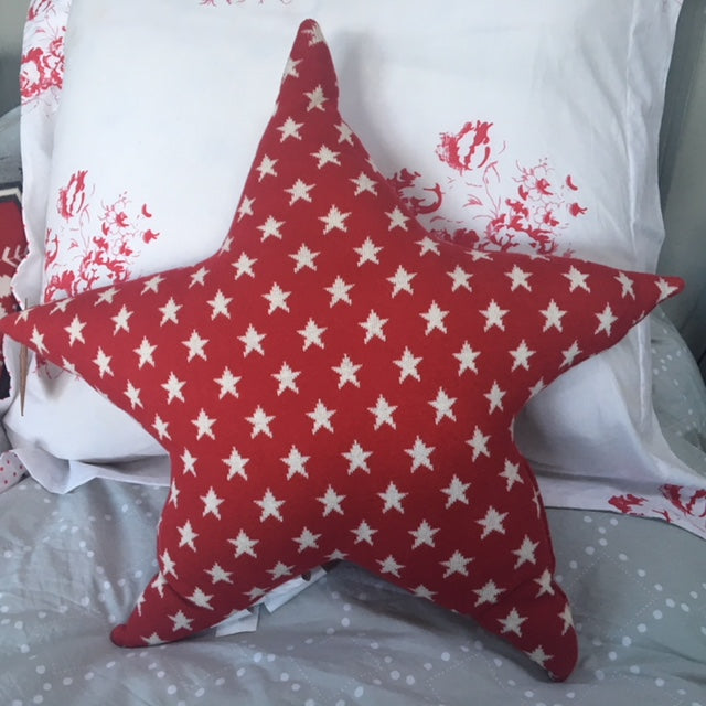Red Starry Knit Cushion