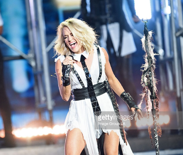 Carrie Underwood Rocks the Stage with Hextie
