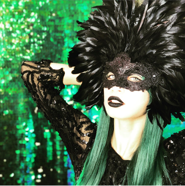 Grand Dame Feather Mask