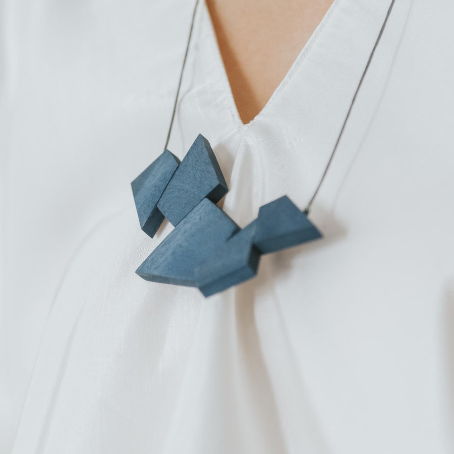 Oblong Adjustable Necklace / Blue