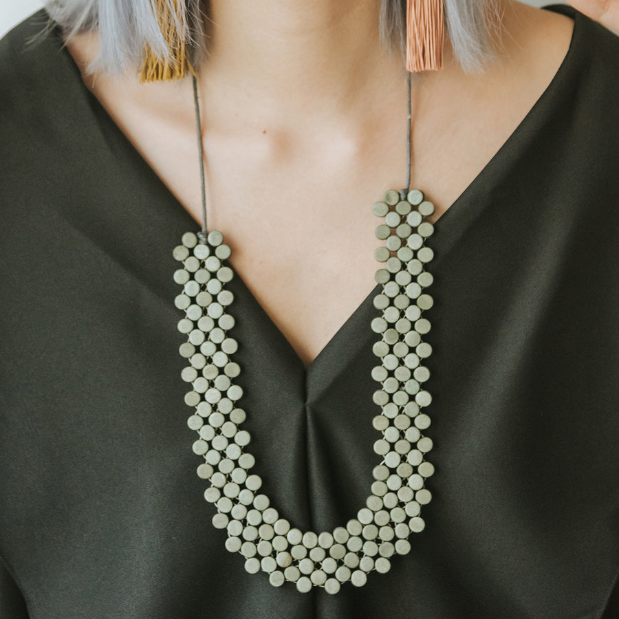 Dot Adjustable Necklace / Grey