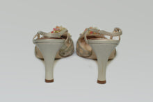 Load image into Gallery viewer, Gino Pucci Brand Cream Shimmer Point Toe Heel
