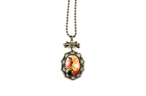 NEW Pretty Ladies Floral Necklace