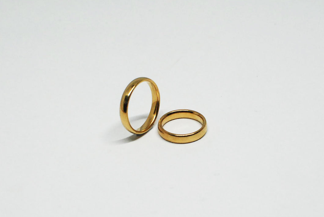 Gold Minimal Ring with Curved Edge