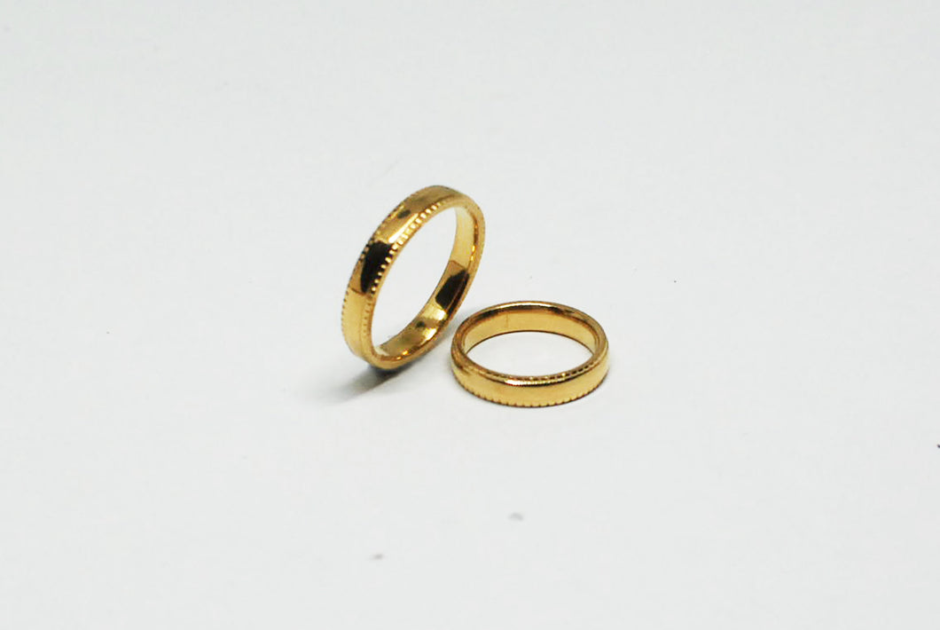 Gold Ring with Decorative Edge