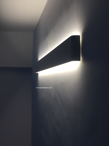 LOMAR Sleek Wall Lamp in White