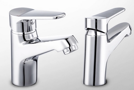 Solid bath faucet in weight with polished chrome finishing