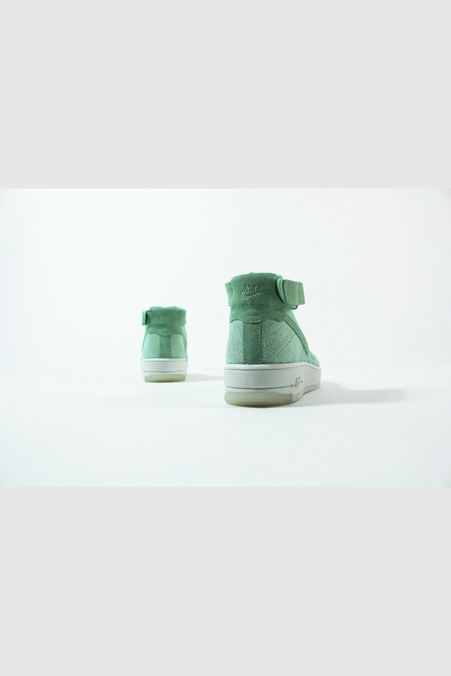 Nike - Air Force 1 Flyknit Women (Enamel Green)