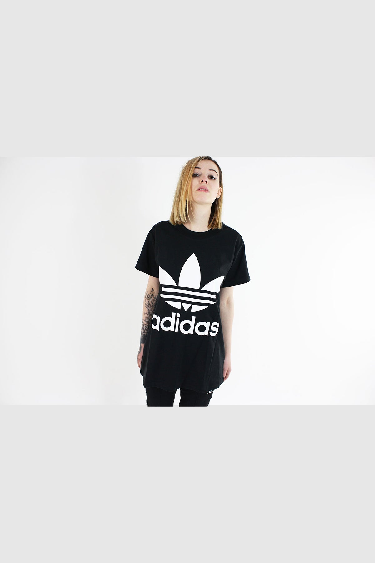Adidas - T - Shirt Short Sleeve with Bigh Trefoil Women (Black) CE2436