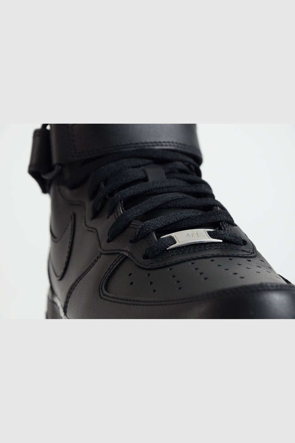 Nike - Air Force 1 Mid (Black/Black)
