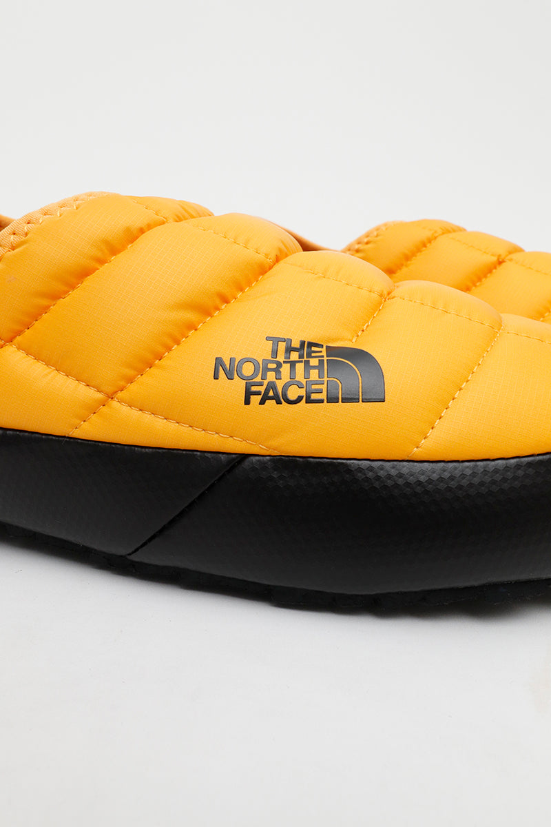 The North Face - Thermoball Hausschuhe in Goldgelb - NF0A3UZNZU31
