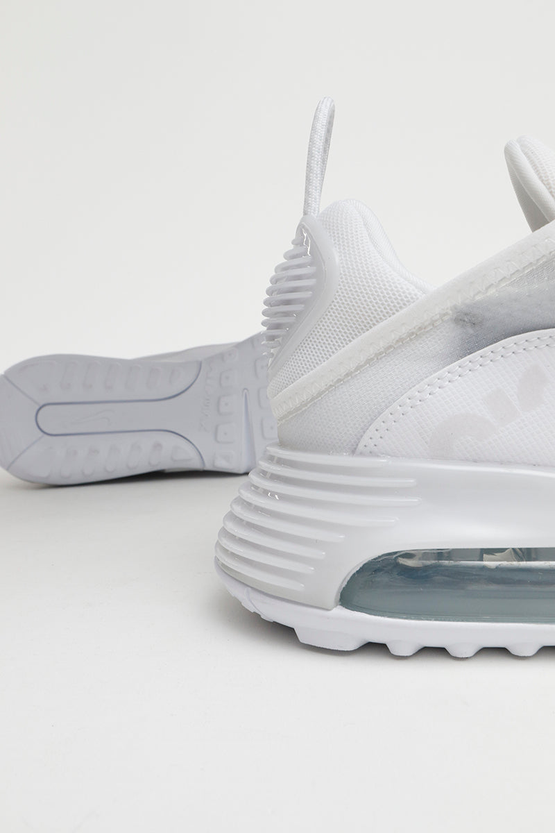 Nike - Sporty Air Max 2090 in white made from lightweight materials - BV9977-100