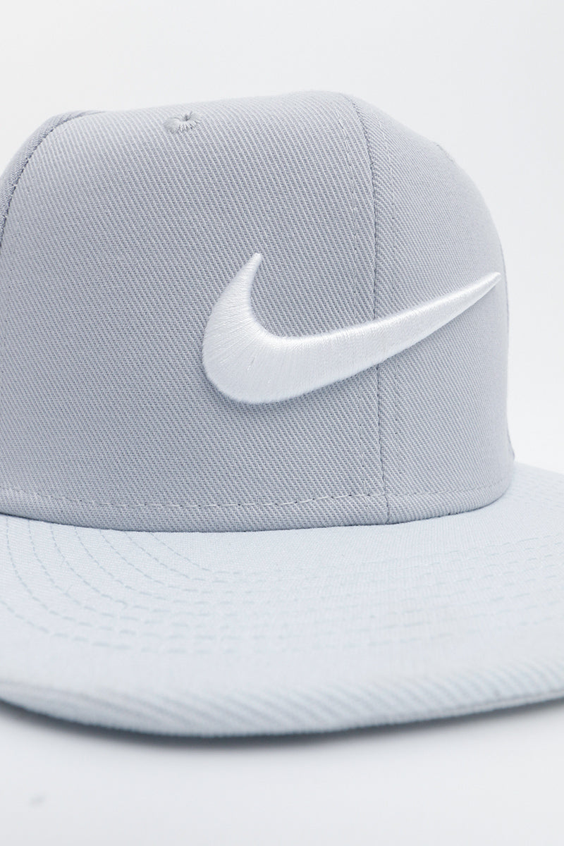 new style 783b0 99c6b Nike - Sportswear Pro Swoos Classic Hat Unisex (wolf grey white pure  platinum) 639534-016
