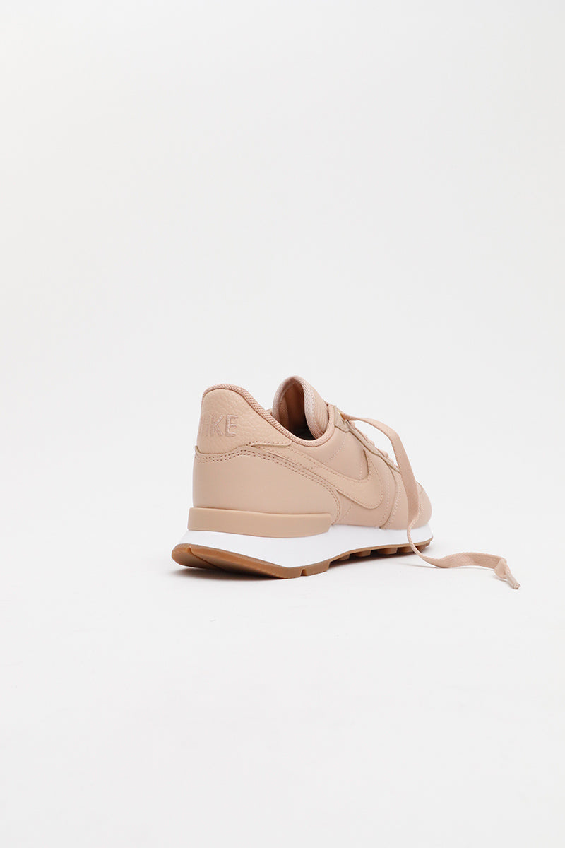 Nike - Internationalist Premium Women (Bio Beige/ Bio Beige-White-Gum Med Brown) 828404-206