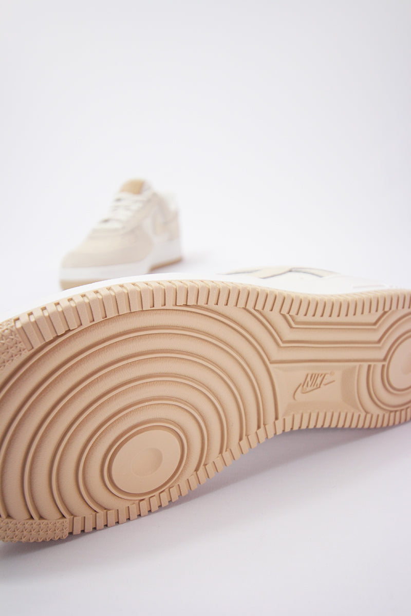 Nike Air Force 1 '07 Womens (pale ivorysummit white guava