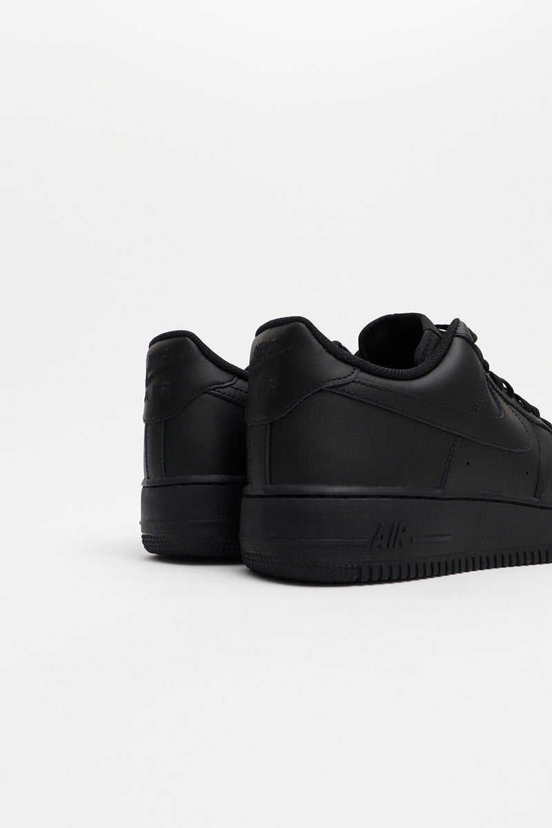 Nike - Lowcut Air Force 1 '07 Sneaker in Schwarz - 315122-001