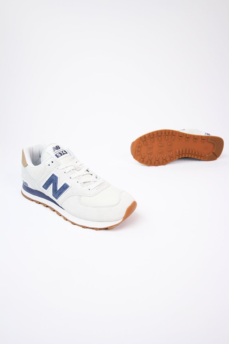 New Balance - ML574LGI - Alltags Sneaker in Sandgrau und Marineblau