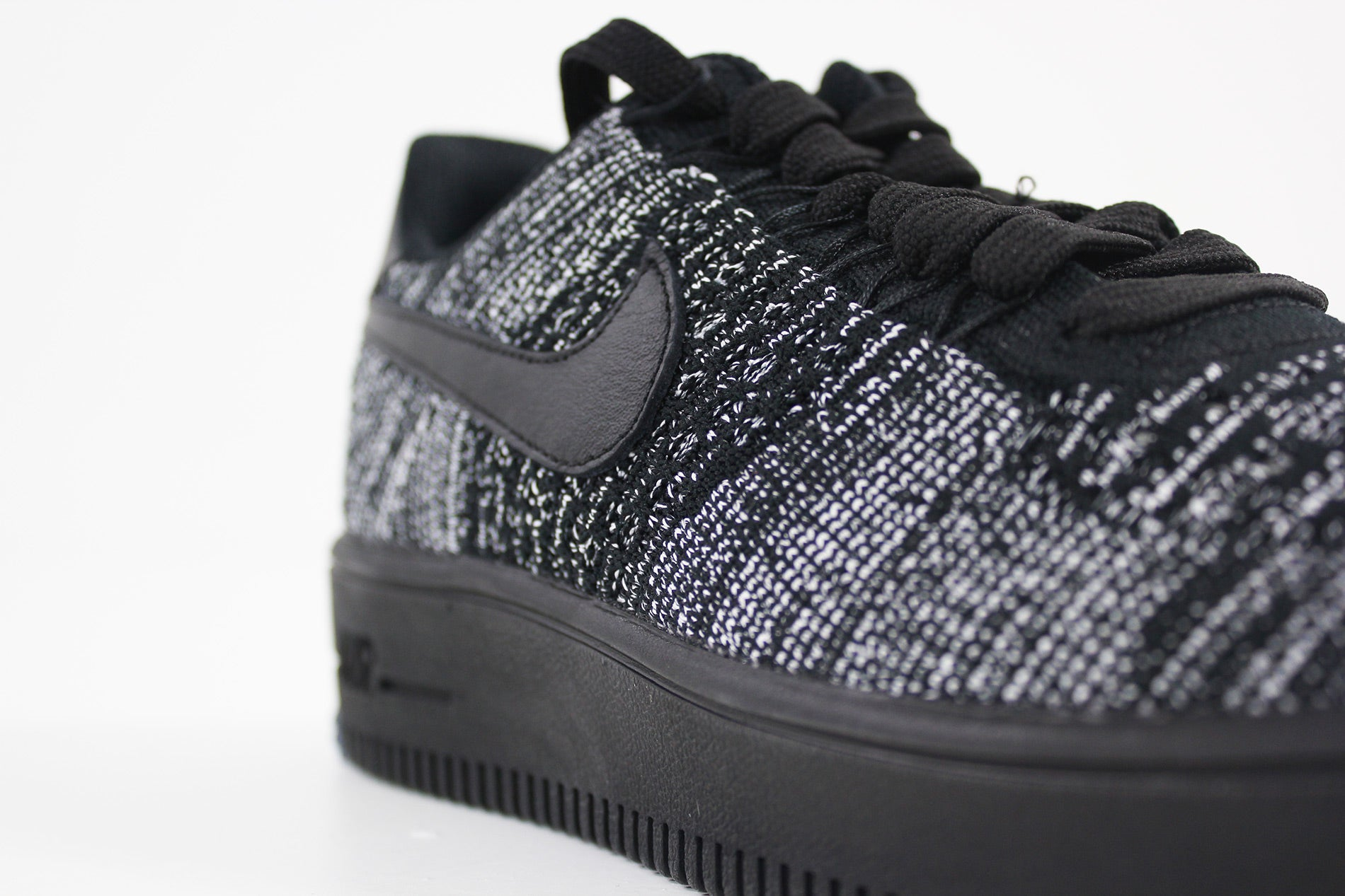 Nike Air Force 1 Flyknit Low Women (BLACKBLACK WHITE