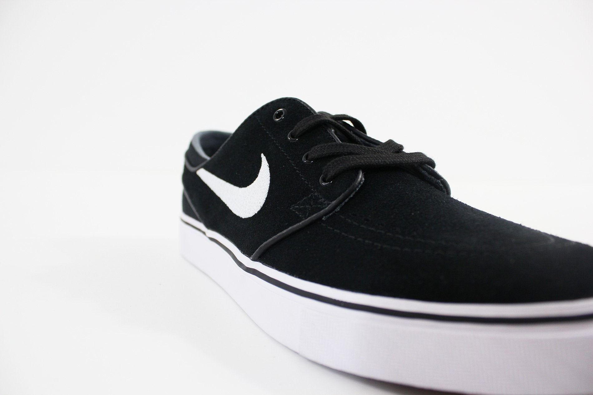 pretty nice 08de4 7095a Nike - Men s Nike SB Zoom Stefan Janoski Skateboarding Shoe (BLACK WHITE)  333824-026