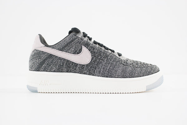 718df69f5039 Nike - Air Force 1 Flyknit Low Women (MIDNIGHT FOG SILT RED-IVORY-STRI -  Sneakerworld