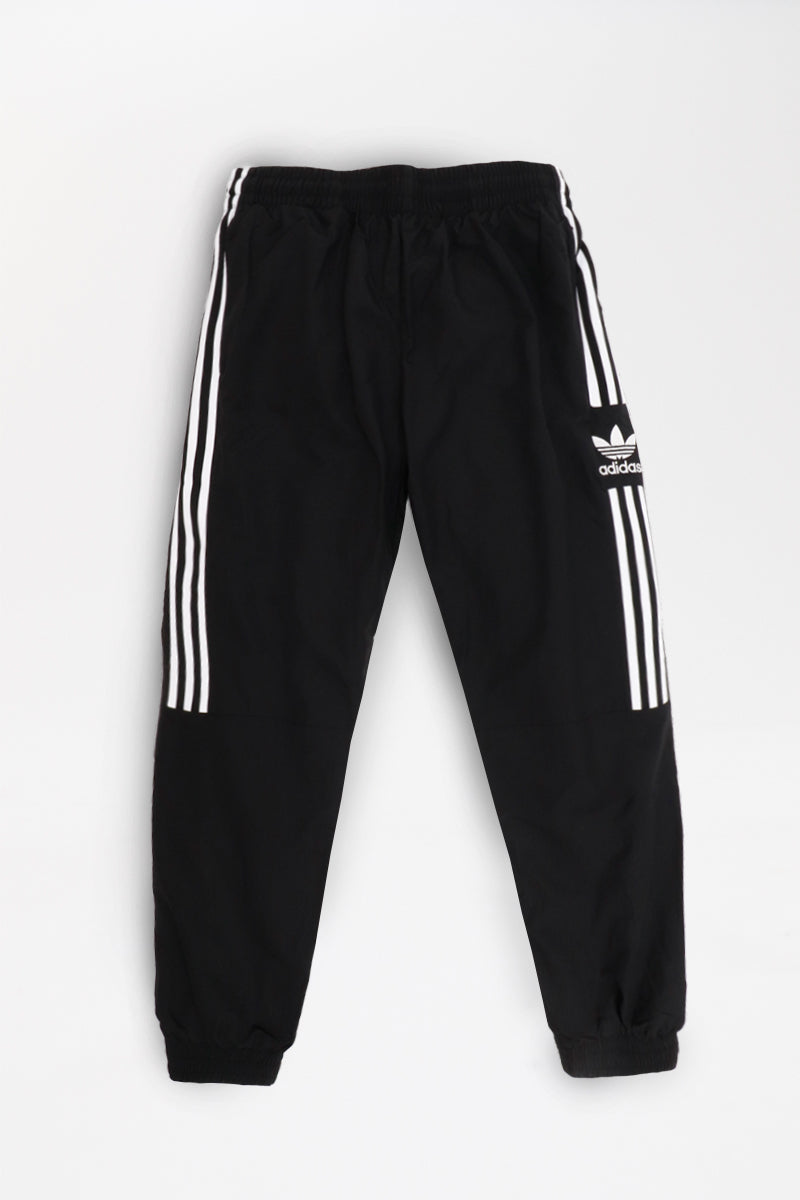 Adidas - Woven Trackpant in Schwarz - Relaxed Fit - ED6097