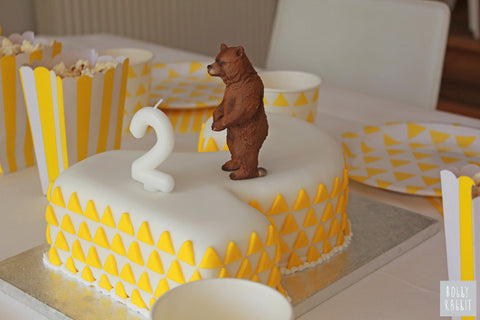 THE BEAR AND THE BIRTHDAY CAKE