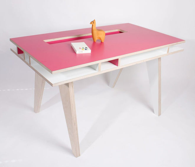 furniture, children's furniture, children's desks, Insekt desk, Buisjes en Beugels, Molly-Meg, published by Bobby Rabbit