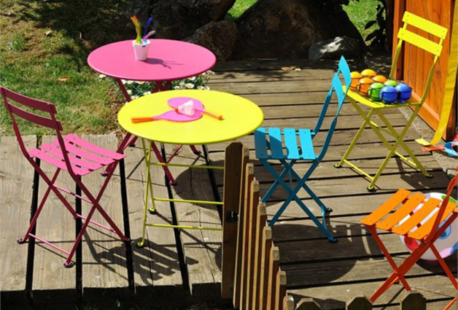 furniture, children's furniture, children's outdoor table and chairs, children's cafe style tables and chairs, Fermob Tom Pouce tables and chairs, Ninetonine, published by Bobby Rabbit